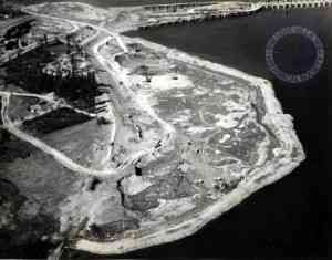 Iroquois_Point__locks_and_dam_under_construction
